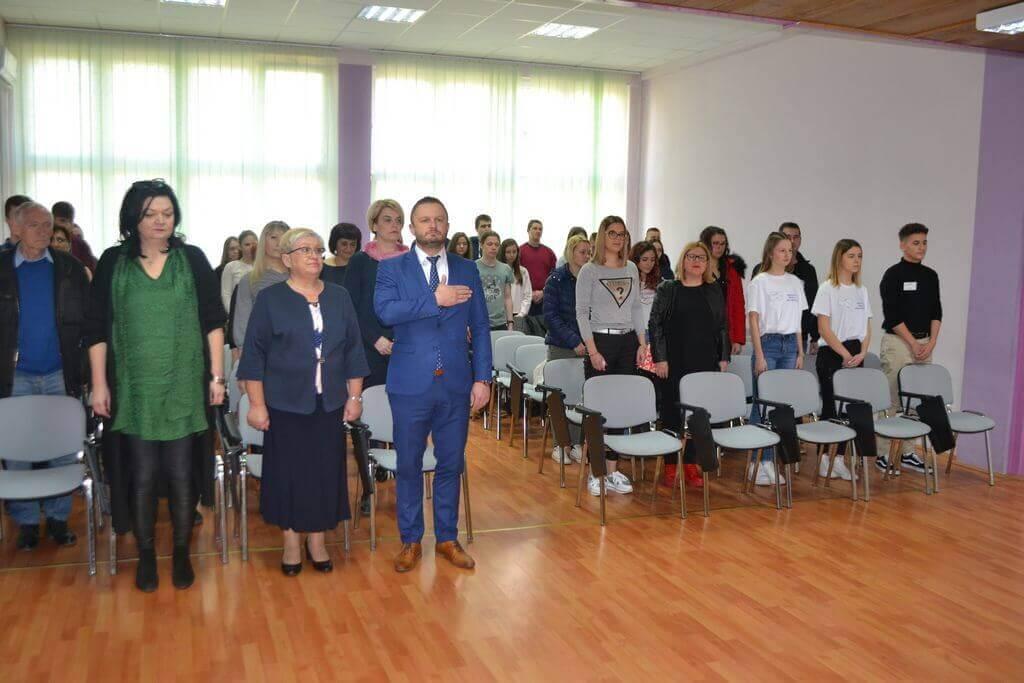 U Sisku održano Međužupanijsko natjecanje učenika u disciplini frizerstvo